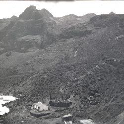C. 1930. Playa, bodegas, chamizos para las barcas, casa conocida como El Castil…