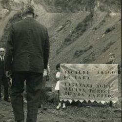 Tenerife. Niños con pancarta durante la visita del Alcalde Joaquín Amigó de Lar…