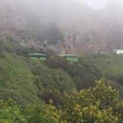 La guagua de Taganana a su paso por la carretera del monte…..algo surrealista …