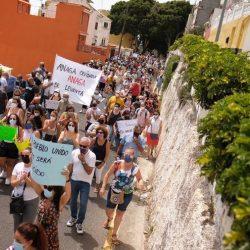 Centenares de vecinos de Anaga reclaman en la calle un segundo puente en San Andrés