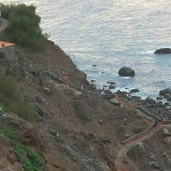 Casi dos años y la obra de mejora del acceso a la playa de Benijo aún sin termin…