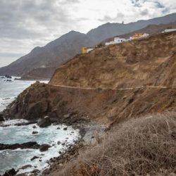 Restablecido el tráfico en Almáciga mientras concluyen las obras del talud
